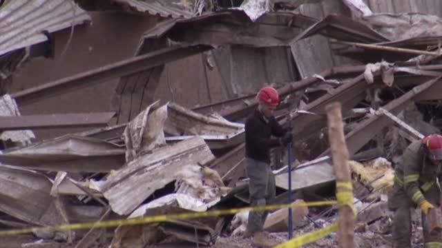 News video: Raw: Crews Search for Survivors of Okla. Tornado